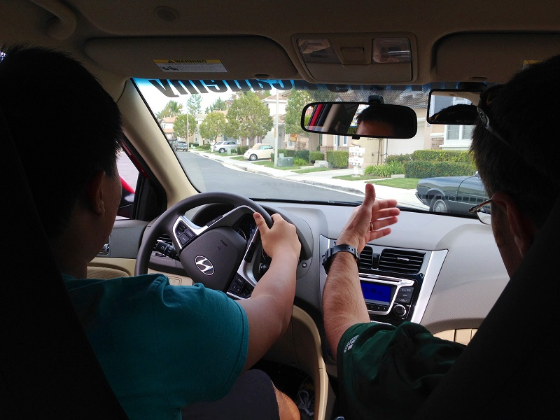 How to Choose a Driving School in Orange County Teen and Trainer in a Car
