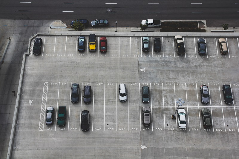 The best tips to avoid accidents in high school parking lots will not only teach you something but protect you in among so many new drivers.