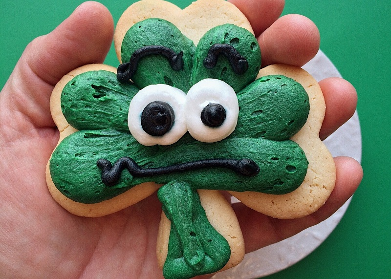 Use some of the best St Patricks Day dessert recipes to help you celebrate this Irish holiday and don't forget to share what you make with everyone.