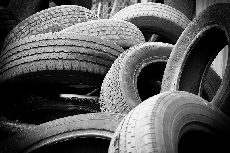 We all should plan ahead and save some money simply by knowing when to get the best deals on tires for your car before you need them.